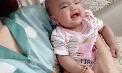 Mạc Văn Khoa khoe clip con gái cười tươi