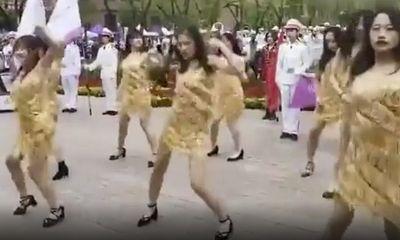 Nhóm sinh viên nữ gây tranh cãi vì bài nhảy mừng lễ kỷ niệm 110 năm thành lập trường