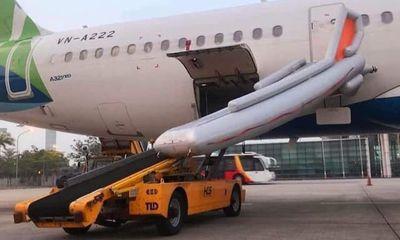 Hành khách tự ý mở cửa thoát hiểm, nhiều chuyến bay bị ảnh hưởng