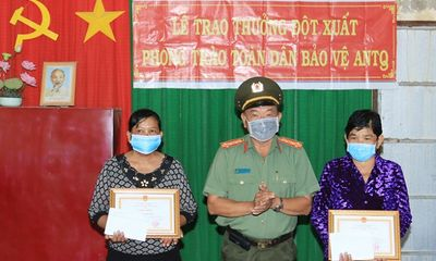 An Giang: Tặng giấy khen hai phụ nữ Khmer dũng cảm bắt cướp