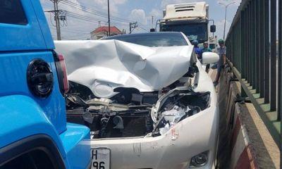 Phanh gấp né thùng xốp, tài xế gây tai nạn liên hoàn