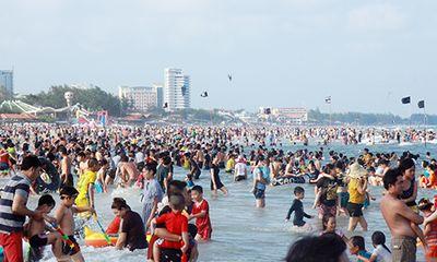 Sở Y tế Bà Rịa - Vũng Tàu lên tiếng về việc bãi biển đông kín người vui chơi