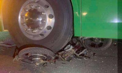 Tin tai nạn giao thông ngày 3/5/2021: Xe đạp điện bị ô tô khách cán nát, 2 nữ sinh thương vong