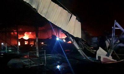 Công ty sản xuất mút xốp ở Bình Dương bốc cháy ngùn ngụt, cả khu dân cư náo loạn