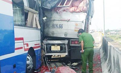 Tin tai nạn giao thông ngày 5/5/2021: Tài xế tử vong trong thùng xe tải trên cao tốc