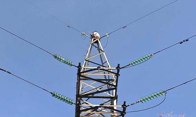 Vụ người phụ nữ trèo lên trụ điện cao thế cao hàng chục mét cố thủ: Nhân chứng nói gì?