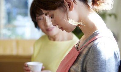 Mẹ chồng ngăn cấm về ngoại, con dâu bất mãn rồi bàng hoàng vì dòng tin nhắn trong điện thoại chồng