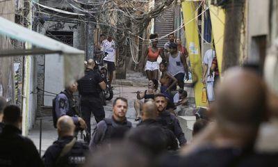 Cảnh sát đấu súng với băng đảng ma túy như trong phim hành động, 25 người thiệt mạng