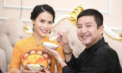 """Bị đồn """"ăn bám"""" bạn gái doanh nhân giàu có, NSƯT Chí Trung phản ứng bất ngờ"""
