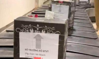 Nhân viên mạo danh gắn tên Bộ trưởng GTVT lên vỏ thùng rượu tường trình gì?