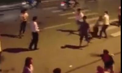 Clip: Thanh niên đâm chém kinh hoàng trên phố Trần Duy Hưng