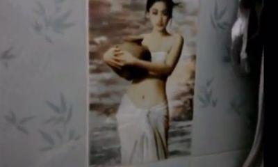 Xôn xao clip nhà sư treo ảnh thiếu nữ khoe thân trong phòng tắm