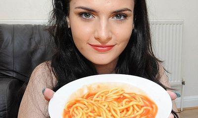Lạ lùng cô nàng mắc chứng bệnh sợ đồ ăn