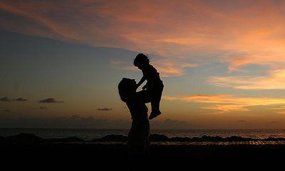 Bài 3: Đứa trẻ bị bỏ rơi làm con nuôi đôi vợ chồng buôn vàng bạc?