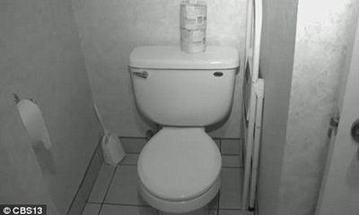 Phản cảm những vụ quay lén phòng vệ sinh nữ