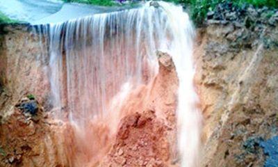 Đau thương miền Trung chia cắt vì nước lũ