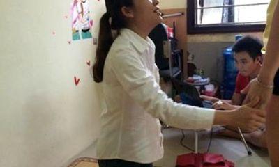 Xôn xao cô gái trẻ ăn cắp bị bắt quả tang gây bức xúc