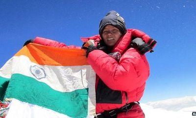 Cô gái đầu tiên chinh phục Everest bằng chân giả