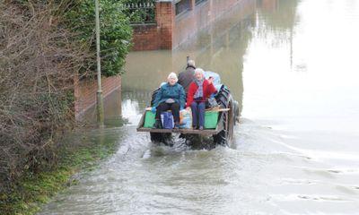 Người Anh khốn đốn vì lũ lụt