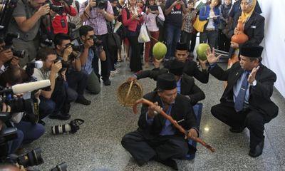 Malaysia mời pháp sư tìm MH370: Tiền mất, tật mang?