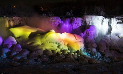 Hình ảnh thác nước Niagara hùng vĩ đóng băng lần hai