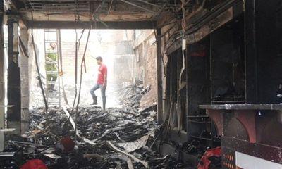 Vụ cháy khiến 3 người chết: Thẫn thờ bên quan tài cha mẹ, em gái