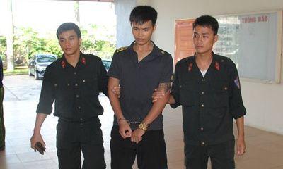 Thanh niên điển trai mang ma túy hối lộ cảnh sát bất thành