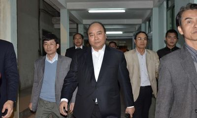 Phó Thủ tướng Nguyễn Xuân Phúc vào viện thăm ông Nguyễn Bá Thanh