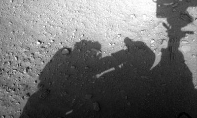"""Thực hư bức ảnh """"bóng người"""" trên Sao Hỏa gây xôn xao"""