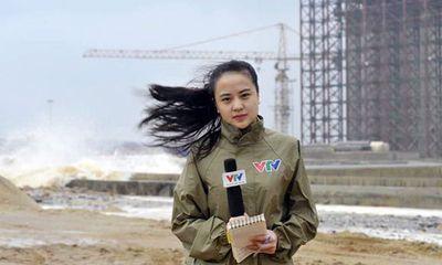 Cận cảnh nhan sắc nữ phóng viên VTV đưa tin giữa siêu bão Haiyan