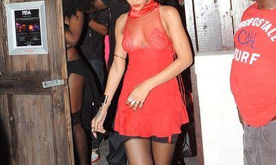 Rihanna làm