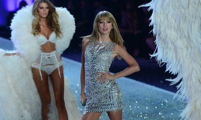 Những thiên thần Victoria's Secret hát nhép bản hit của Taylor Swift