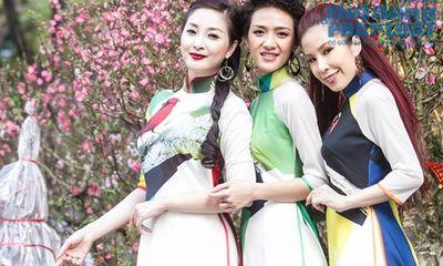 Nhóm 5 Dòng kẻ dạo chơi phố Hoa Sài Gòn