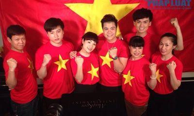 Sao Việt mặc áo in cờ đỏ sao vàng thể hiện lòng yêu nước