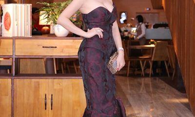 Hoa hậu Thu Hoài diện trang sức bạc tỷ đi tiệc