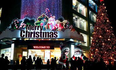 Người Hà Nội nô nức đón Noel trong giá rét