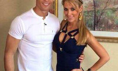 Vắng bạn gái, Ronaldo tòm tem nữ phóng viên?