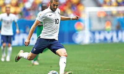 Benzema đọc kinh trước trận Pháp đấu với Đức để cầu may