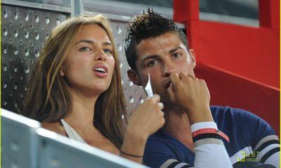 Ronaldo phát điên vì bạn gái khỏa thân diễn