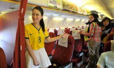 """Tiếp viên hàng không đổi đồng phục """"hòa nhịp cùng World Cup"""""""