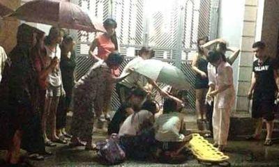 Thương cảm bà mẹ trẻ sinh non ngoài đường giữa đêm mưa