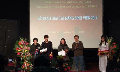 """Dân mạng chúc mừng hot boy Bê Trần """"ring"""" giải phim ngắn xuất sắc nhất"""