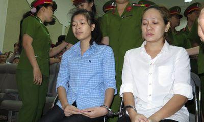 Mỗi bảo mẫu hành hạ trẻ dã man lĩnh án 3 năm tù