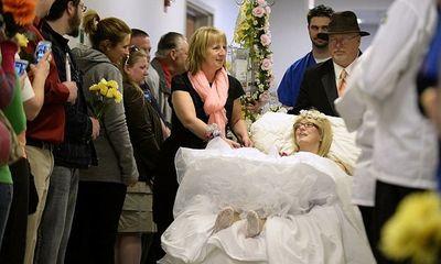 Xúc động đám cưới đẫm nước mắt của cô dâu ung thư xương