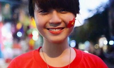 """Xúc động clip """"Tôi yêu hòa bình"""" của nữ sinh Hà Nội xinh đẹp"""