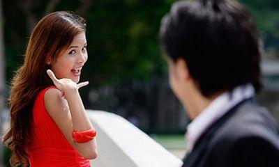 Chết lặng khi thấy chồng và cô hàng xóm tình tứ trong nhà tắm