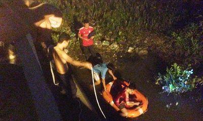 Bị công an truy đuổi, cặp đôi bán ma túy liều mình nhảy sông Sài Gòn
