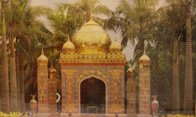 Cận cảnh lâu đài sứ vẽ bằng vàng tuyệt đẹp của đại gia Việt