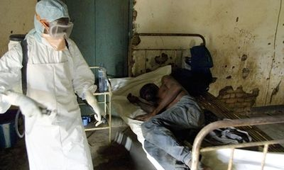 Ebola: Đại dịch lớn nhất 4 thập kỷ, từ 15/8 áp dụng tờ khai y tế