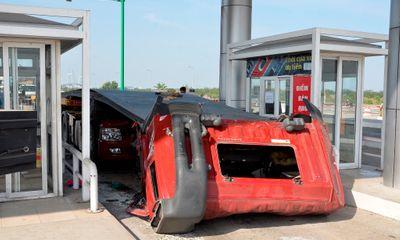 Miền Nam - Xe container đứt lìa đầu, tài xế may mắn thoát chết